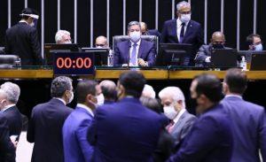 Plenário durante deliberação sobre PEC do Voto Impresso