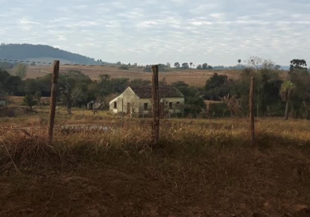 Casa típica de fazendas por detrás da cerca no interior do Rio Grande do Sul (Foto: Arquivo pessoal)